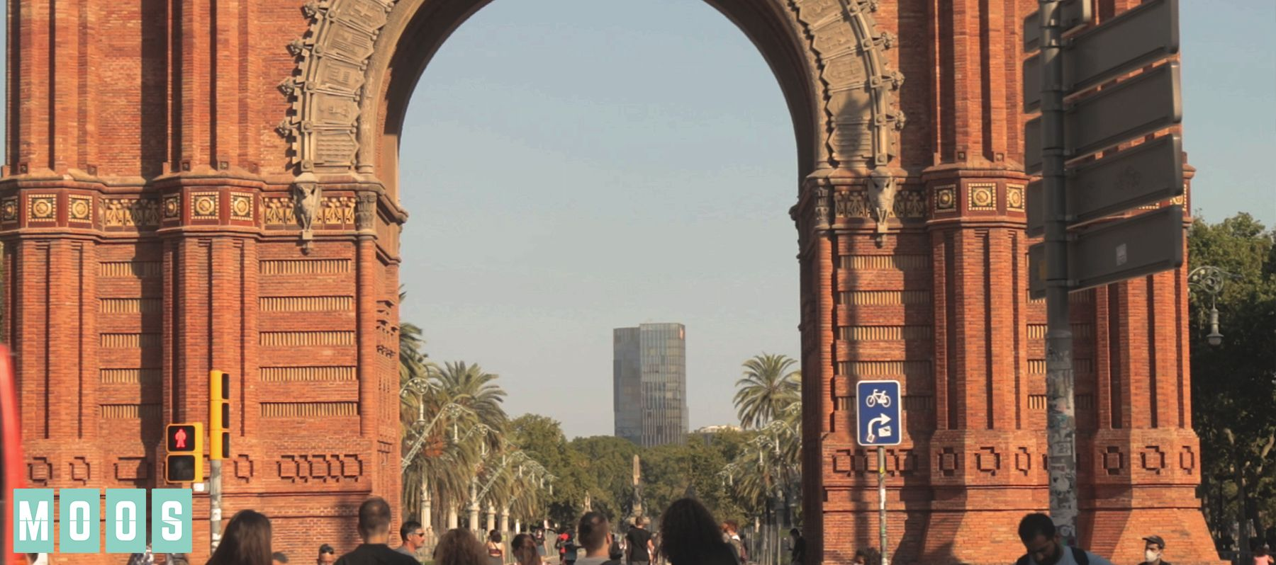 Take a walk with MOOS: Arc de Triomf – Barcelona